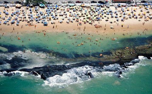 Những bãi biển nguy hiểm nhất thế giới - 4