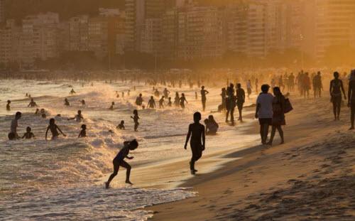 Những bãi biển nguy hiểm nhất thế giới - 9