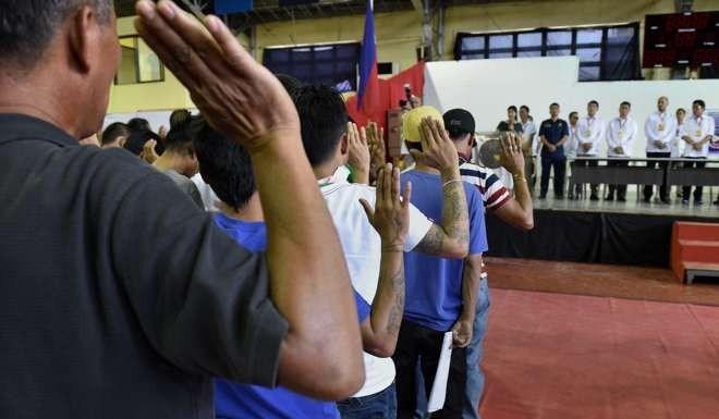"""Tổng thống Philippines: Kẻ """"khùng"""" hay vị cứu tinh? - 4"""