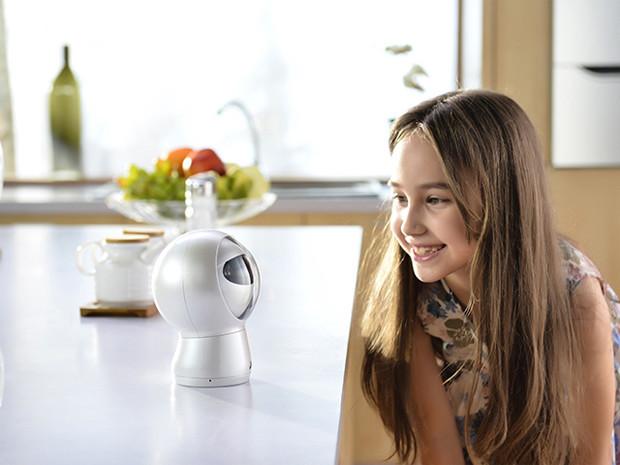 """Robot đáng sợ biết """"điều khiển"""" trẻ em - 2"""