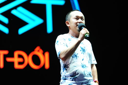 Tóc Tiên vẫn hát, nhảy sung dù bị rách áo trên sân khấu - 10