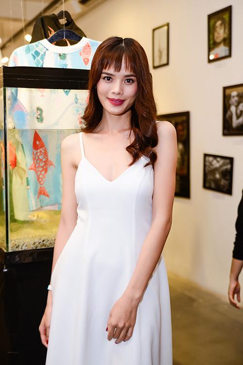 Chân dài Trang Khiếu ngâm váy áo trong… bể cá - 7
