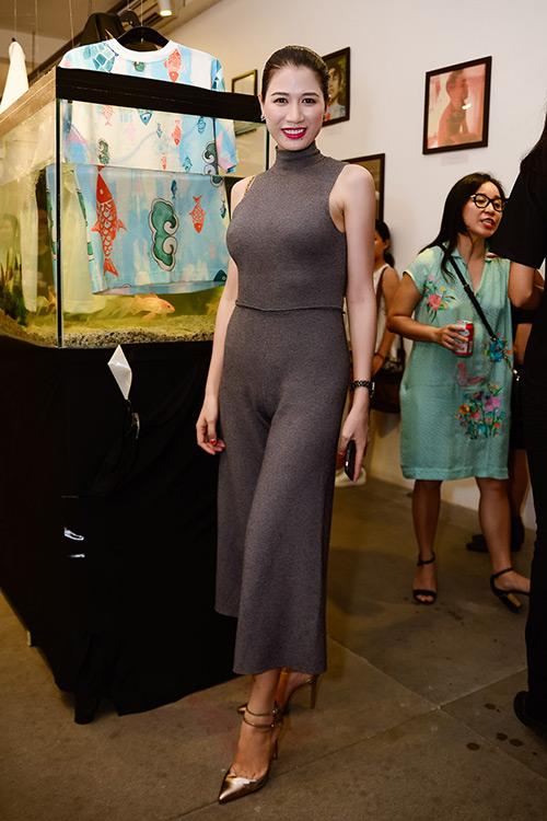 Chân dài Trang Khiếu ngâm váy áo trong… bể cá - 5