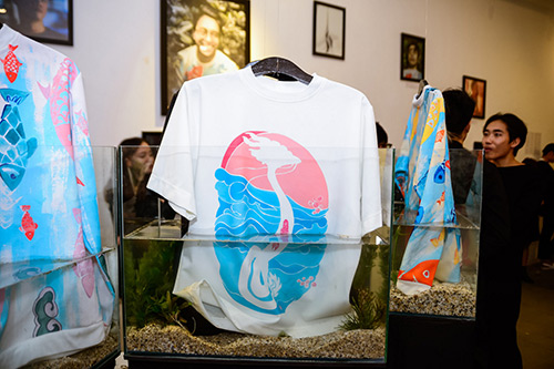 Chân dài Trang Khiếu ngâm váy áo trong… bể cá - 12