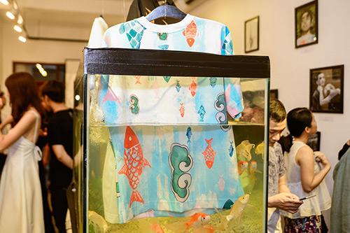 Chân dài Trang Khiếu ngâm váy áo trong… bể cá - 10