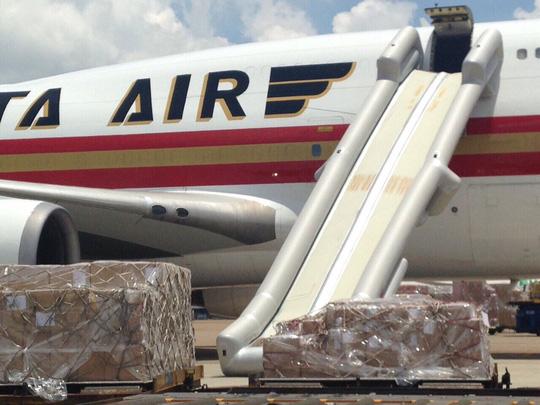 Máy bay bung phao trượt chuyến khai trương đến Tân Sơn Nhất - 2