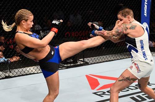 """""""Bóng hồng"""" UFC phi thân tiễn đối thủ nằm sàn - 1"""