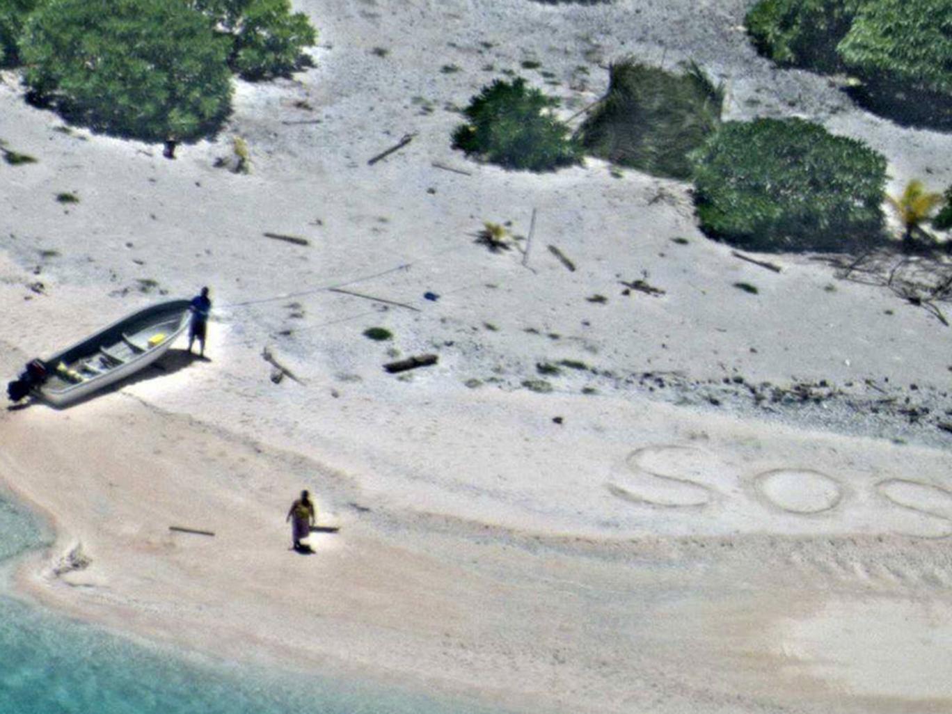 Lạc trên hoang đảo 7 ngày, thoát nhờ gửi tín hiệu thô sơ - 1