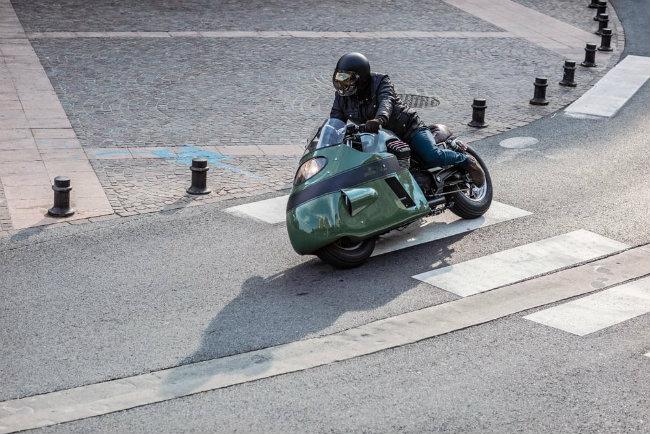 Moto Guzzi V8 chính là sản phẩm theo định hướng chung của Numbnut nhưng có thêm phong cách độc đáo để kỷ niệm ngày ra mắt loạt quần jean thế hệ mới V8 của thương hiệu Vanguard Clothing ở Hà Lan.