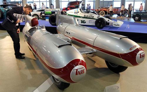 """""""Kinh hoàng"""" xe hơi kiểu ngư lôi có tốc độ gần 300 km/h - 1"""