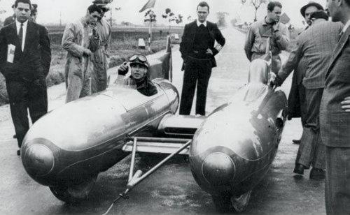 """""""Kinh hoàng"""" xe hơi kiểu ngư lôi có tốc độ gần 300 km/h - 4"""