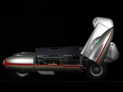 """""""Kinh hoàng"""" xe hơi kiểu ngư lôi có tốc độ gần 300 km/h - 7"""
