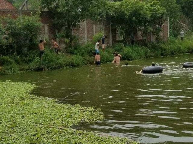 Tập bơi trong hồ, hai cha con tử vong - 1