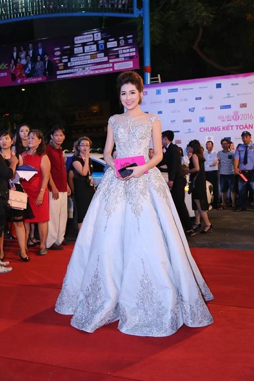 Sao Vbiz nô nức đổ về thảm đỏ Chung kết Hoa hậu VN - 3