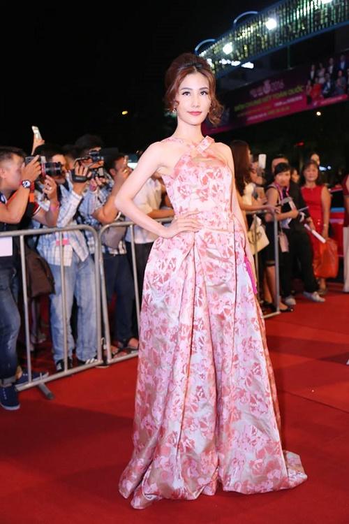 Sao Vbiz nô nức đổ về thảm đỏ Chung kết Hoa hậu VN - 4