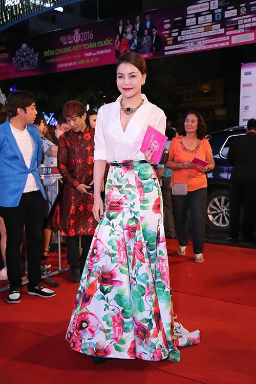 Sao Vbiz nô nức đổ về thảm đỏ Chung kết Hoa hậu VN - 23