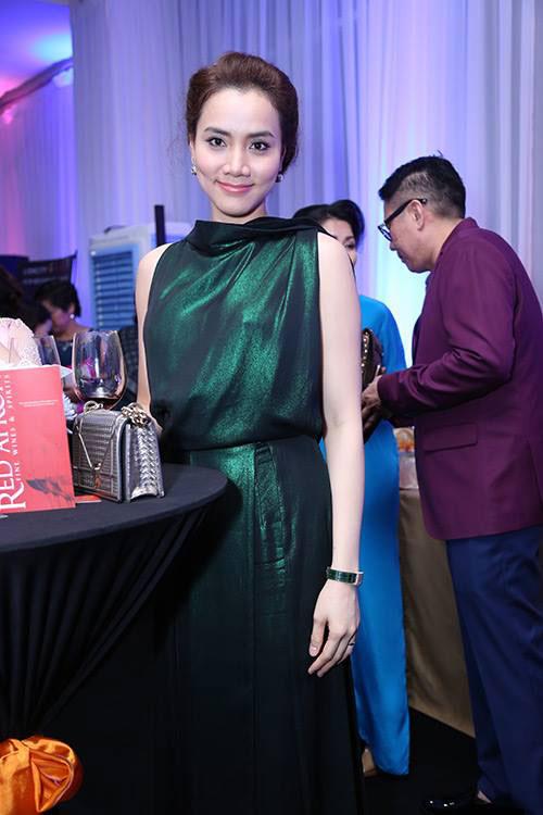 Sao Vbiz nô nức đổ về thảm đỏ Chung kết Hoa hậu VN - 31