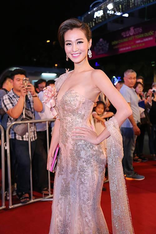 Sao Vbiz nô nức đổ về thảm đỏ Chung kết Hoa hậu VN - 32
