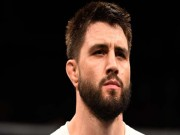 UFC: Bị siết cổ thua trận ê chề, về hưu luôn