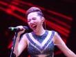 Tóc Tiên vẫn hát, nhảy sung dù bị rách áo trên sân khấu
