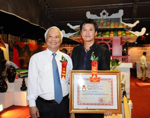 Trao tặng danh hiệu nghệ nhân ưu tú trong lĩnh vực kim hoàn - 1