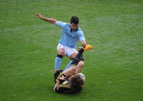 Aguero nguy cơ bị phạt 3 trận, lỡ derby Manchester - 3
