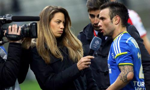 Nữ MC bốc lửa gục ngã trước lưới tình của Ronaldo - 8