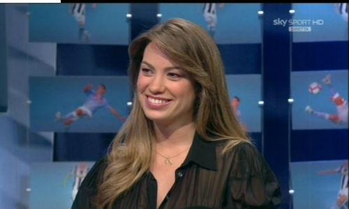Nữ MC bốc lửa gục ngã trước lưới tình của Ronaldo - 6