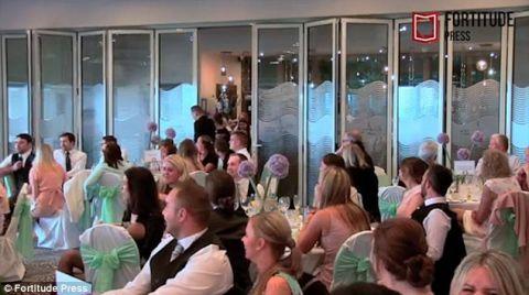Thầy giáo nhờ học sinh gây bất ngờ trong ngày cưới - 2