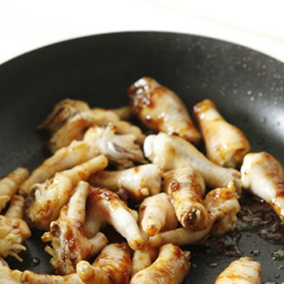 Bữa trưa hấp dẫn với món chân gà om xì dầu - 2