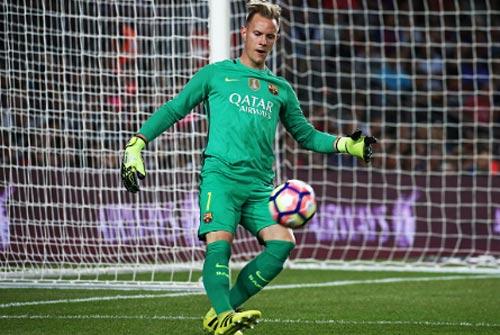Thủ môn Barca: Hay chuyền hỏng, bắt penalty tồi - 1