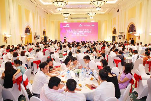 Hàng trăm khách hàng tham dự sự kiện đại lý giới thiệu Vinhomes Metropolis - 1