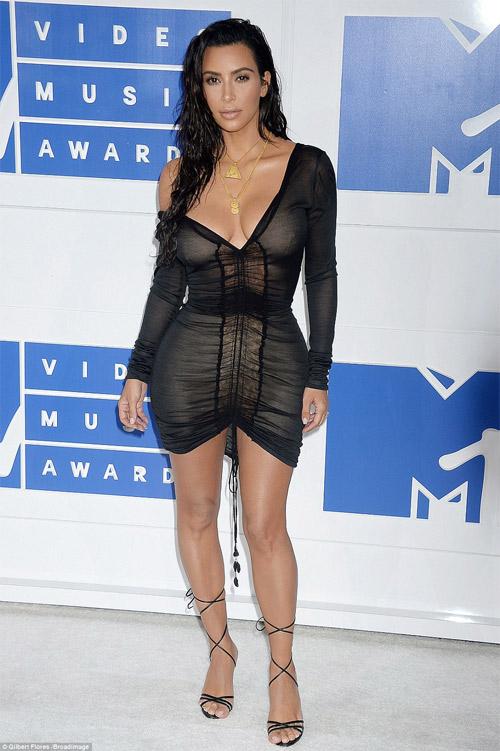 Beyonce nổi nhất thảm đỏ VMA với váy mỏng như sương - 4