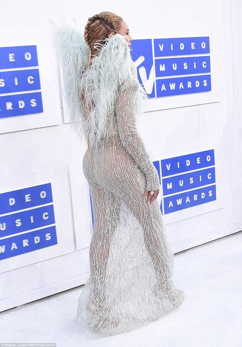 Beyonce nổi nhất thảm đỏ VMA với váy mỏng như sương - 3
