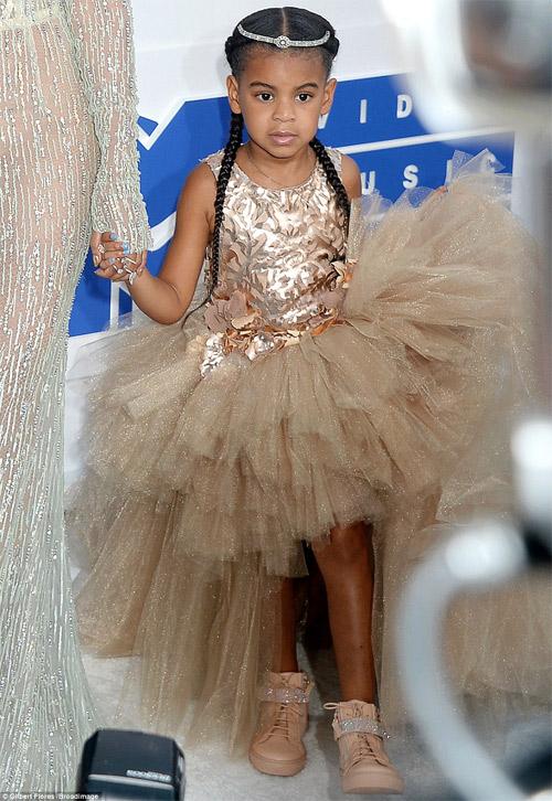 Beyonce nổi nhất thảm đỏ VMA với váy mỏng như sương - 2