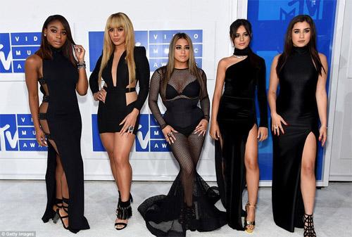 Beyonce nổi nhất thảm đỏ VMA với váy mỏng như sương - 11