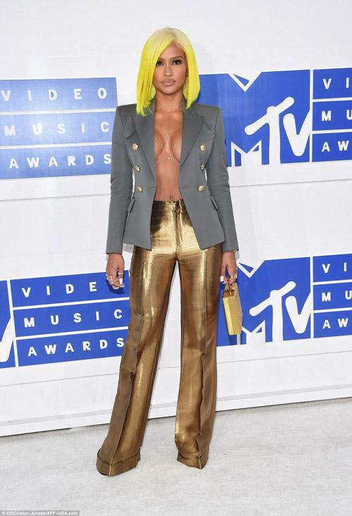Beyonce nổi nhất thảm đỏ VMA với váy mỏng như sương - 16