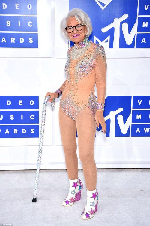 Beyonce nổi nhất thảm đỏ VMA với váy mỏng như sương - 14