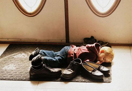 Giấc ngủ không quy củ vẫn siêu dễ thương của con trẻ - 1