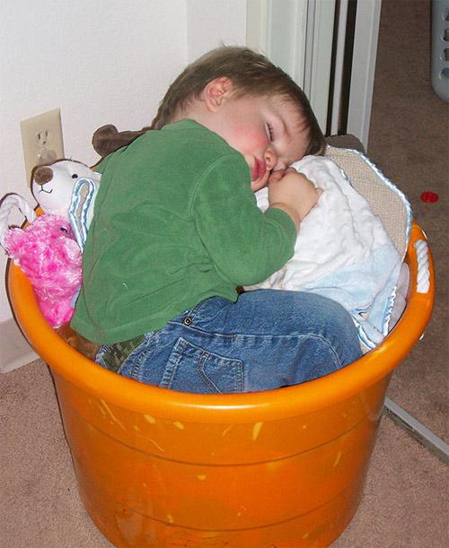 Giấc ngủ không quy củ vẫn siêu dễ thương của con trẻ - 8