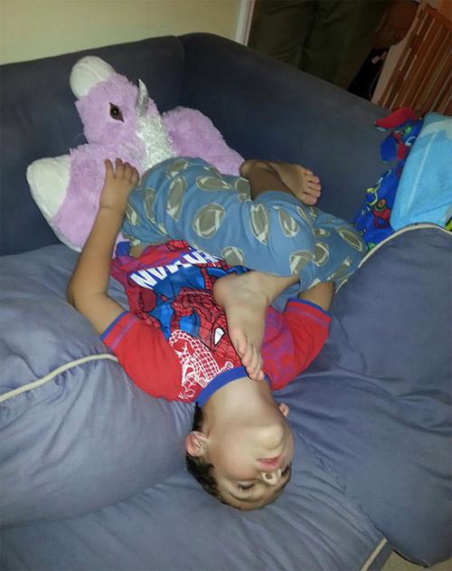 Giấc ngủ không quy củ vẫn siêu dễ thương của con trẻ - 9