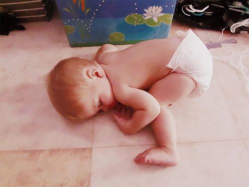 Giấc ngủ không quy củ vẫn siêu dễ thương của con trẻ - 13