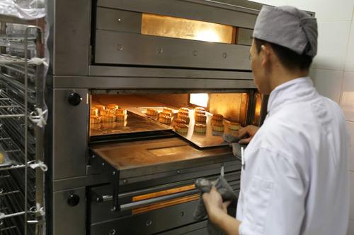 """Bánh trung thu Almaz độc đáo của những """"siêu đầu bếp Guinness"""" - 2"""