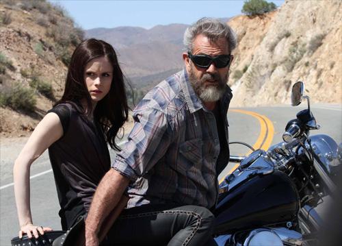"""Ngộp thở xem """"bố già"""" Mel Gibson đua xe ở tuổi 60 - 1"""