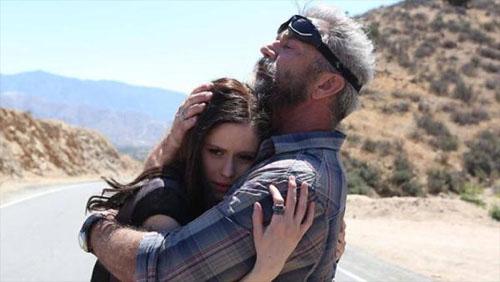 """Ngộp thở xem """"bố già"""" Mel Gibson đua xe ở tuổi 60 - 4"""
