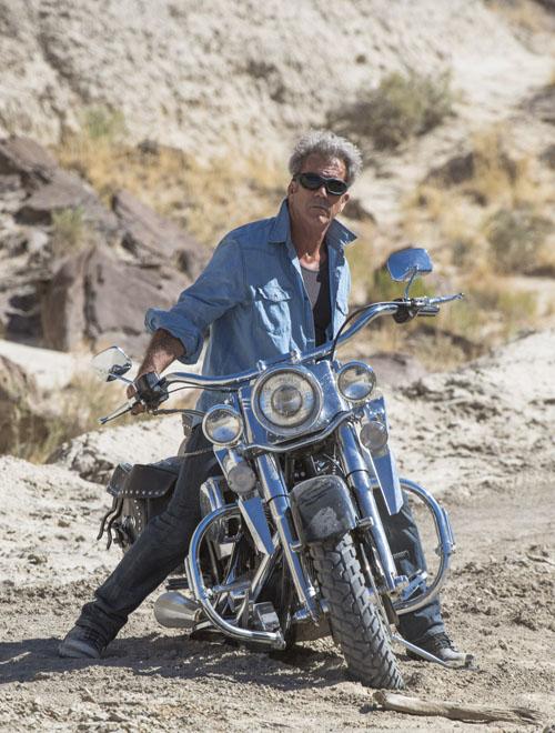 """Ngộp thở xem """"bố già"""" Mel Gibson đua xe ở tuổi 60 - 2"""