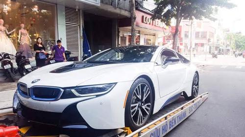 Đà Nẵng: Chồng tặng BMW i8 cho vợ làm quà sinh nhật - 1