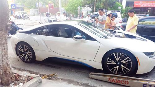 Đà Nẵng: Chồng tặng BMW i8 cho vợ làm quà sinh nhật - 3