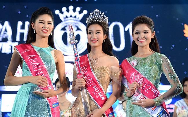 Chung kết Hoa hậu Việt Nam 2016 chính thức diễn ra đêm qua, vinh danh người đẹpĐỗ Mỹ Linh (đứng giữa, tay cầm quyền trượng)với ngôi vị cao nhất. Đồng thờicông bố Áhậu 1 làNgô Thanh Thanh Tú (bên trái hoa hậu), Áhậu 2 là Huỳnh Thị Thùy Dung (bên phải hoa hậu).