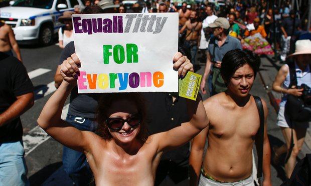 """Chị em New York """"thả rông"""" biểu tình đòi quyền lợi - 3"""